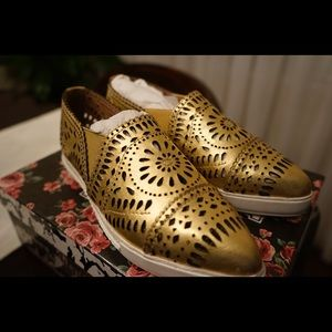 Jeffrey Campbell Marvey cut slip ons- GOLD